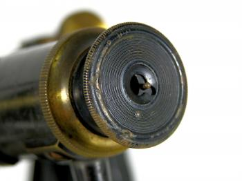 The eyepiece has a shutter to protect the lens against dust.