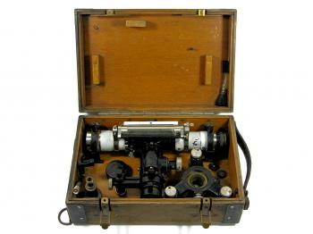 The Carl Zeiss Nivellier II with its very complete box.