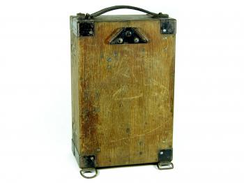 The box can be transformed to a rucksack.