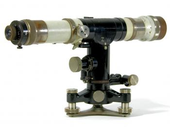 The 1932 Carl Zeiss Nivellier III from the other side.