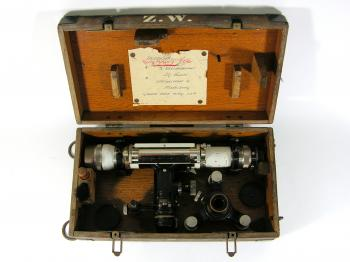 The 1932 Carl Zeiss Nivellier III in its box.