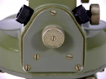 The selector knob for viewing the boussole through either the left or right ocular.