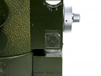 The circular vial can be checked through an 70 degree prism.