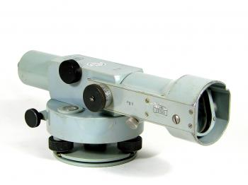 The Zeiss Opton Ni 2 automatic level.