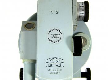 The model, Rijkswaterstaat sticker, Zeiss Opton logo, and serial number.