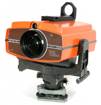 The HP 3810A Total Station, the first instrument bearing this name.