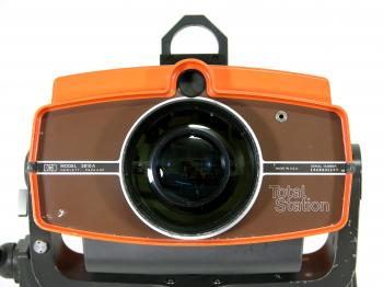 The front with the concentric lenses, an idea later taken over by Wild for the TC1.
