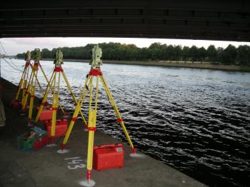Three TCRA1101s and one TPS1200 used in automatic bridge monitoring.