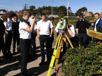 Hydrography students using a Leica TCRA1101 with a GSP3 Roelofs prism on Terschelling in 2015.