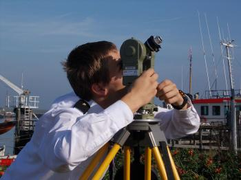 The 1990 Wild T2 mod theodolite in use for sun azimuth observations at the MIWB in 2011.